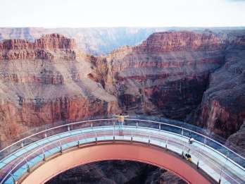 Ab Las Vegas: Bustour zum Grand Canyon West mit Optionen