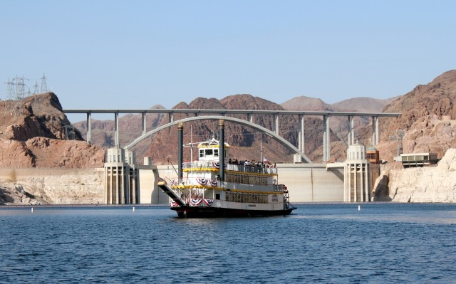 From Las Vegas: Hoover Dam & Lake Mead Cruise with Snacks