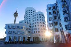 Düsseldorf: MedienHafen Tour