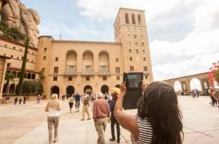 Ab Barcelona: Montserrat mit Rücktransfer und Museen