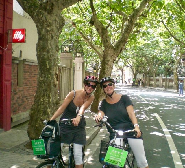 Half-Day Old Shanghai Small Group Bike Tour (Day & Night)