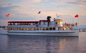 Boston: Harbor Sunset Yacht Cruise