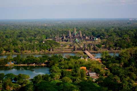 Angkor Wat: Small-Group Tour with Balloon Ride and Lunch