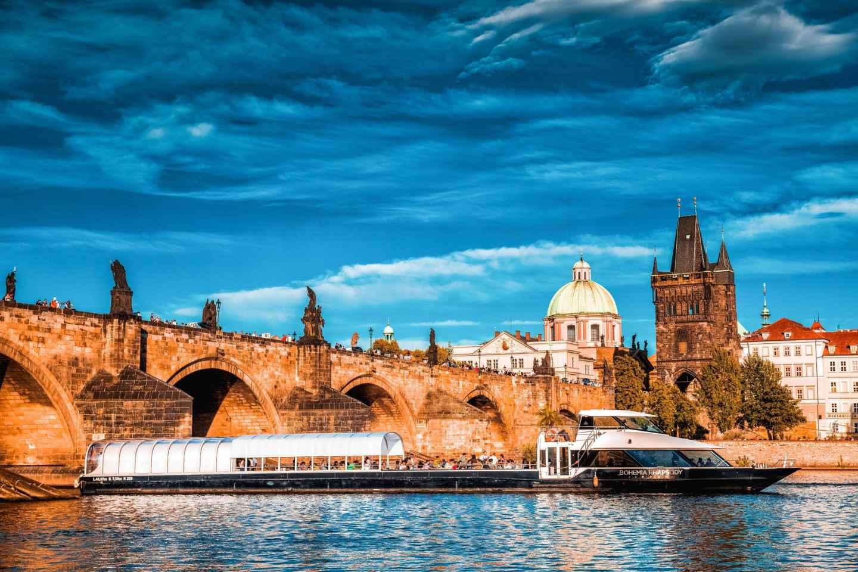 Prag: 2-stündige Bootsfahrt auf der Moldau mit Mittagessen