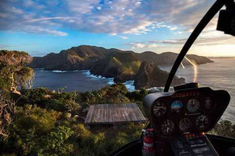 From Paihia: Scenic Heli Tour to the Hole in the Rock
