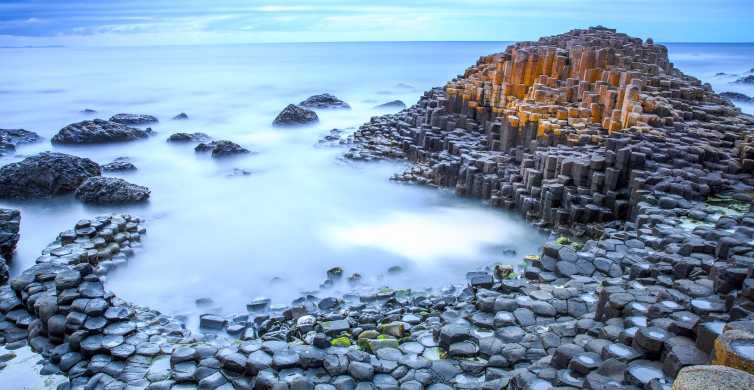 Giant's Causeway and More: Luxury Coach Tour from Belfast