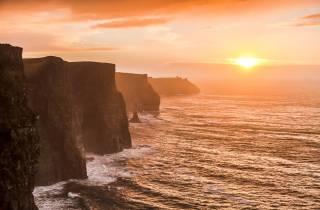 Ab Dublin: Tagestour Cliffs of Moher, Kilmacduagh und Galway