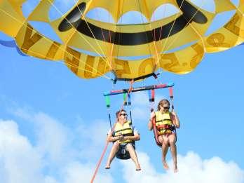 Miami: Parasailing im Biscayne Bay