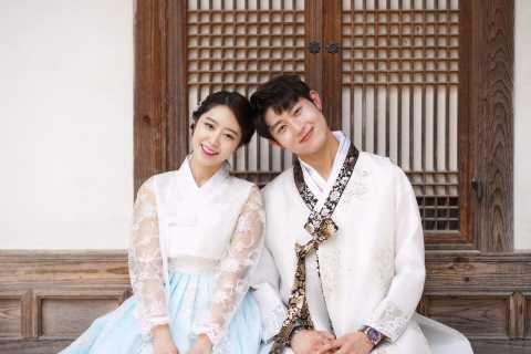 Seoul: Traditional Korean Attire Hanbok Rental