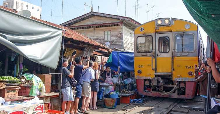 From Bangkok: Damnoen Saduak and Train Market Private Tour