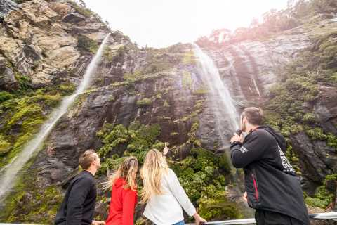 Milford Sound Coach Tour & Lunch Cruise from Queenstown