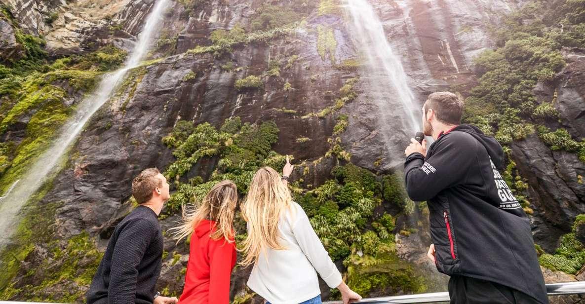 De Queenstown: excursion d'une journée à Milford Sound en bus et en bateau