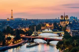 Paris: Panorama-Bootsfahrt auf der Seine mit 3-Gänge-Dinner
