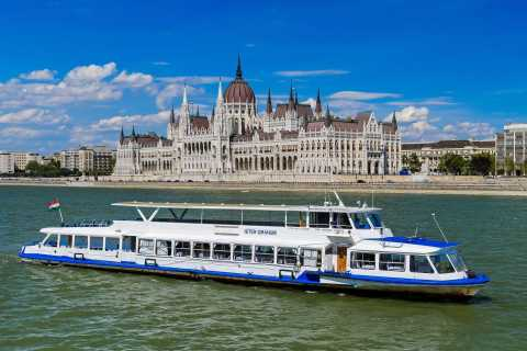 Budapest: Sightseeing Cruise on the Danube with Live Music
