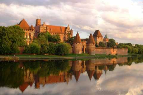 Malbork Castle: 6-Hour Private Tour to the Largest Castle