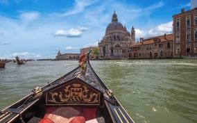 Venice: Gondola Ride and Dinner Experience