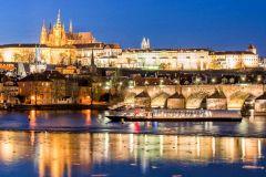 Praga à Noite: Cruzeiro de 3 Horas com Jantar