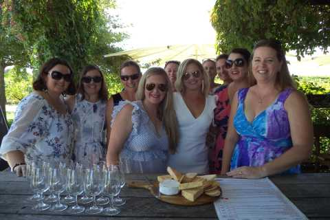 Full-Day Swan Valley Wineries with Lunch and River Cruise