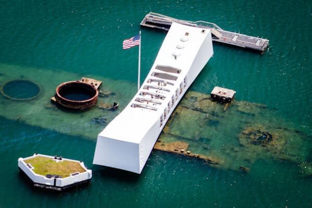 Oahu: Sunrise Pearl Harbor USS Arizona Tour from Waikiki