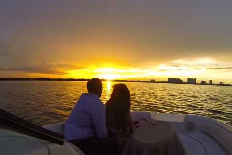 Cancun: Private Sunset Boat Tour