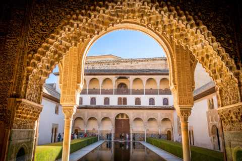 Alhambra Full Day From Málaga Nasrid Palaces Included