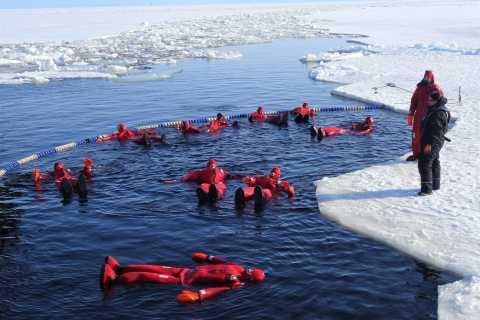 Lapônia: Caminhada, Pesca no Gelo, Flutuante e Churrasco Snow Adventure
