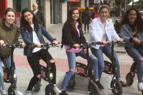 """Madrid: Tour E-Scooter, Parc du Retiro, """"Mystère et Secrets"""""""