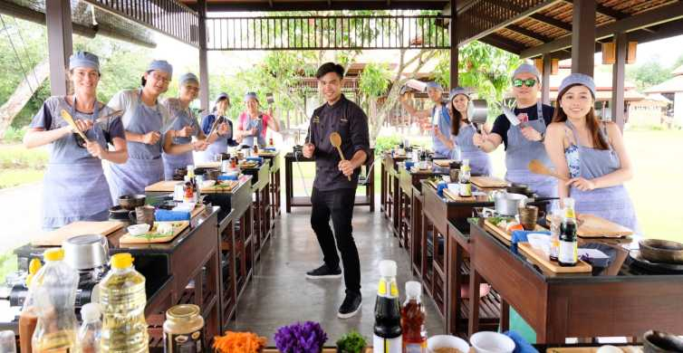 Chiang Mai: Authentic Thai Cooking Class and Farm Visit