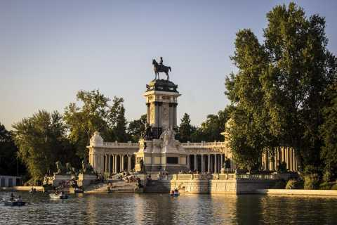 Madrid: Retiro Park Guided Tour and Tapas Tasting