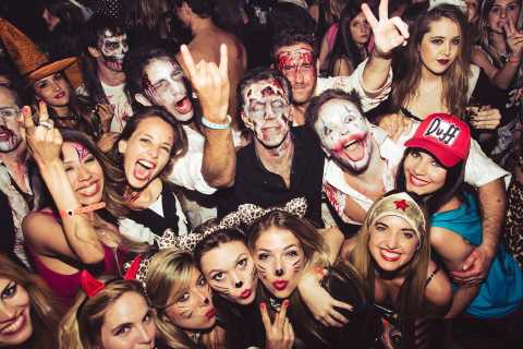 London: Halloween Pub Crawl with Free Shots and Discounts