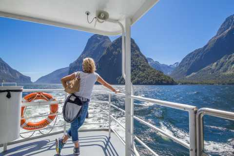 Milford Sound Waterfalls, Wildlife & Rainforest Cruise