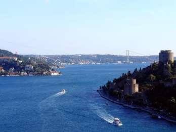 Istanbul: Bootsfahrt auf dem Bosporus mit Guide