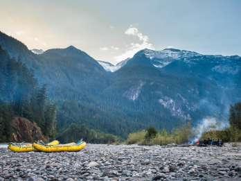 Von Squamish: Zweitägige Wildwasser-Rafting-Expedition