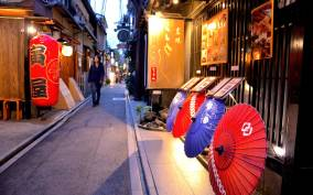 Kyoto: Casual Pontocho Evening Food Tour