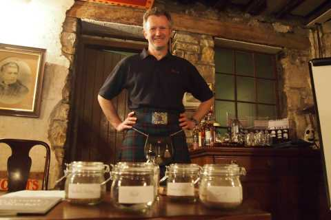 Edinburgh: History of Whisky Tour and Whisky Tasting