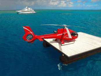 Great Barrier Reef Außenriff: Bootsfahrt & Helikopterflug
