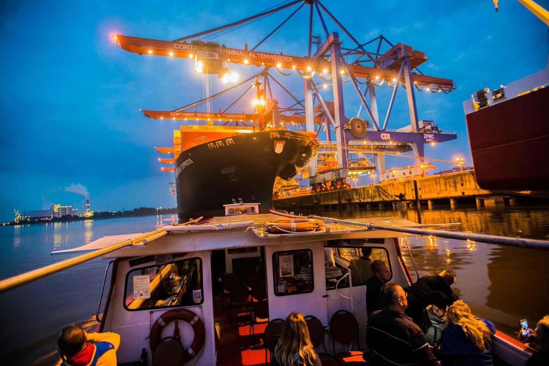 Hamburg: Große Lichterfahrt durch den beleuchteten Hafen