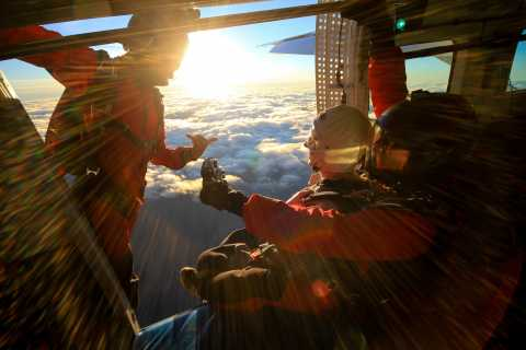 Queenstown: 15,000-Foot Tandem Skydive near The Remarkables