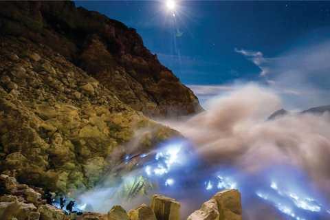 Banyuwangi: Ijen Crater Sunrise Hike