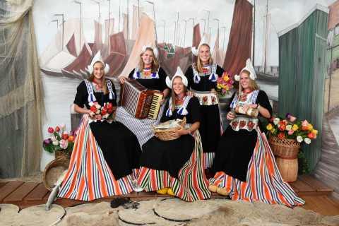 Volendam: Original Volendam Costume Photography Session
