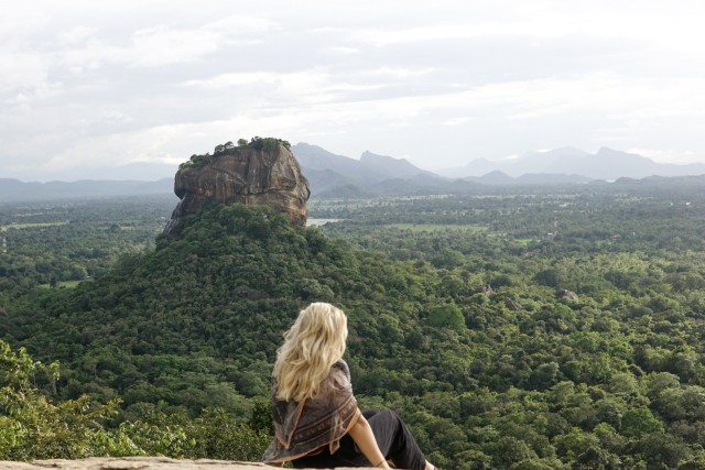 Sigiriya en Pidurangala-rots vanuit Colombo