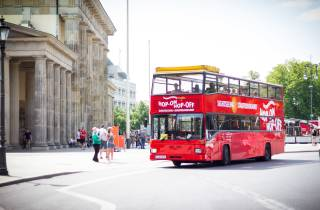 Berlin: Tour im Hop-On/Hop-Off-Sightseeingbus & Boot-Option