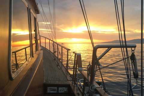 Mykonos: Sunset Sailing Cruise with Swimming & Light Lunch