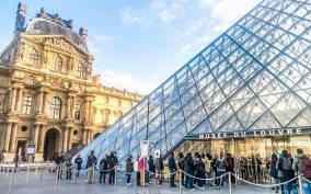 Paris: Louvre Museum Timed-Entrance Ticket