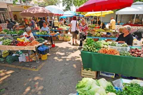 Split: 2.5-Hour Palace and Markets Food Tour