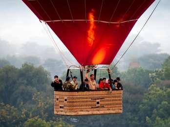 Segovia: Stadtrundfahrt, Heißluftballon- & kulinarische Tour