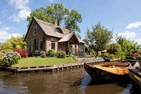From Amsterdam: Private Giethoorn Tour by Car