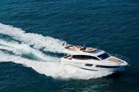 Dubai: 2-stündige private Jachtfahrt um das Burj Al Arab