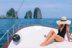 Capri: Excursão de Barco de 2 Horas com Happy Hour