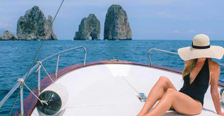 Capri: 2-Hour Boat Tour with Happy Hour